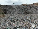 清远废弃石场填埋万吨垃圾追踪:政府已责令停工