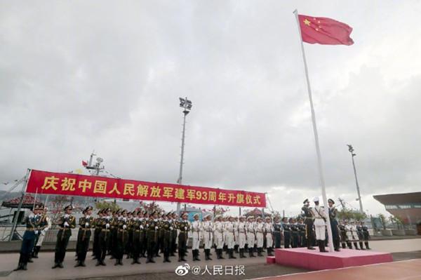 解放军驻香港部队举行八一升国旗仪式
