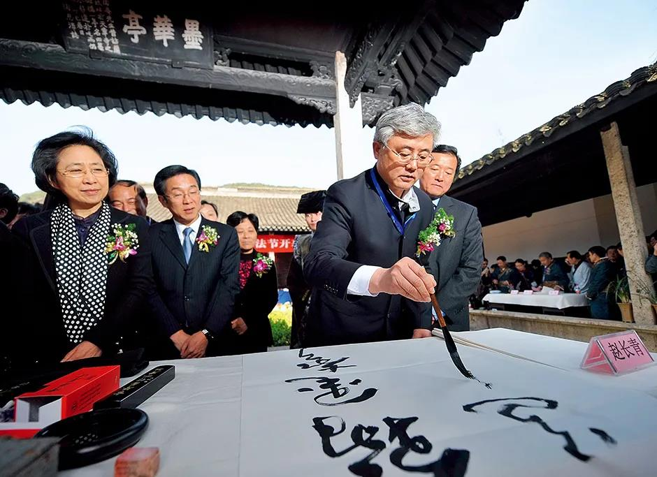 中书协原副主席敛财2486万,不懂书法,却把书坛歪风推向高峰