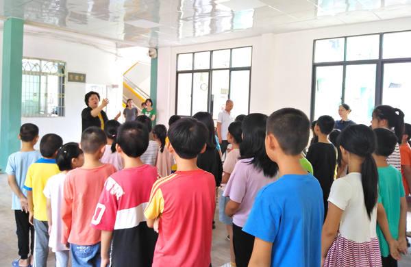 李建辉博士组织爱心人士在大埔昆仑公立学校进行公益交流及捐赠