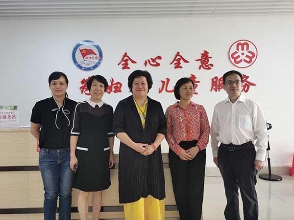 李建辉博士一行到广西梧州市妇女儿童活动中心参观交流