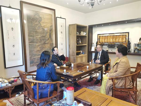 李世恩李建辉在上海市雍荷堂展开公益交流