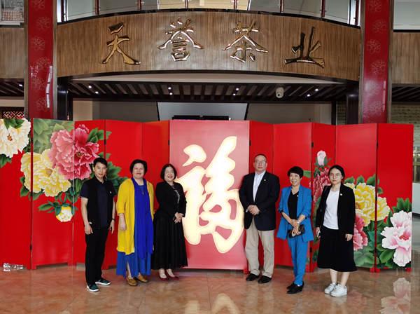 李建辉博士一行受邀参观广西梧州六堡茶加工生产基地