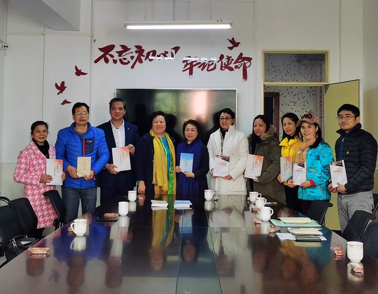 爱在流淌,李建辉携爱心企业家向广州知信小学捐赠书籍