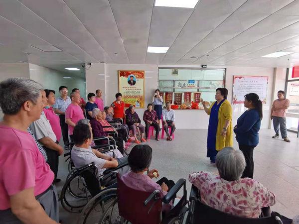 李建辉携手爱心人士五一假期走进大埔 为五虎山庄90岁老人送上慰问