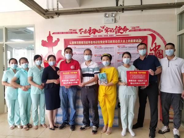广东人家致敬最美逆行者,向南村社区服务中心捐赠物料