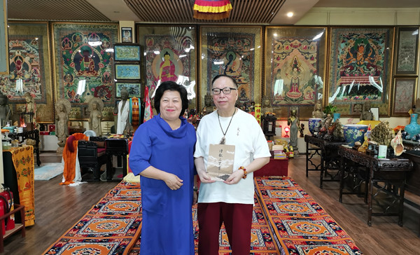 李建辉博士一行走访世界级收藏家黄继群博物馆进行文化交流